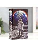 Книга сейф Космонавт на луне Кожзам