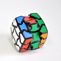 необычной формы кубы